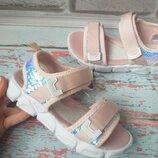 Детские розовые босоножки на девочку