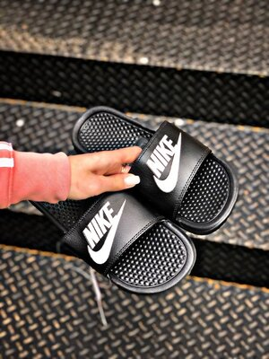 Тапки шлепанцы мужские Nike Benassi