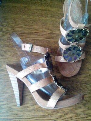 Рр 8 - 26,1 см стильные модные босоножки от nine west