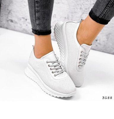 Белые кожаные женские кроссовки с перфорацией, кожаные кроссовки Morus кросівки білі 36-41р код 3188