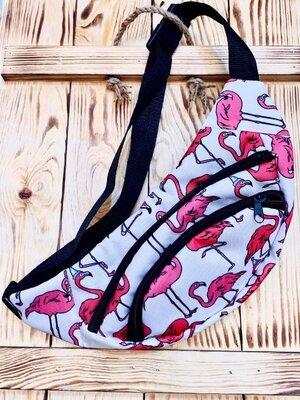Бананка поясная сумка текстиль белая принт фламинго