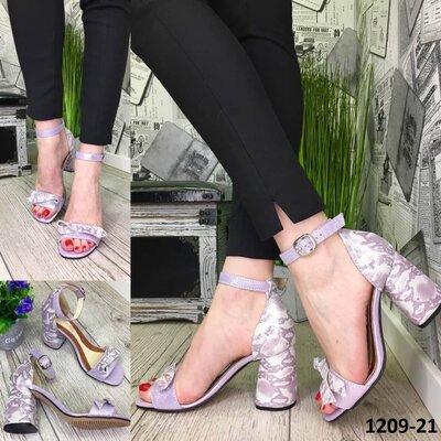 Женские лаванда натуральные кожаные босоножки на каблуке из натуральной кожи натуральная кожа принт
