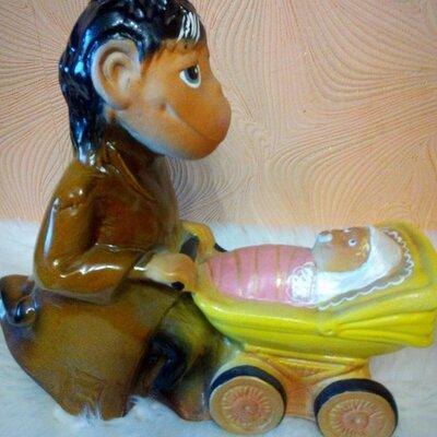 обезьяна с коляской.копилка