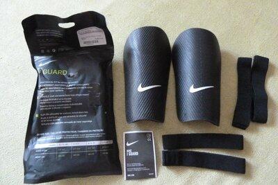 Футбольные щитки Nike