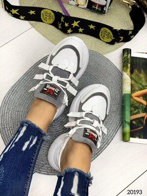 Женские натуральные кожаные замшевые бежевые серые чёрные белые кроссовки на высокой подошве