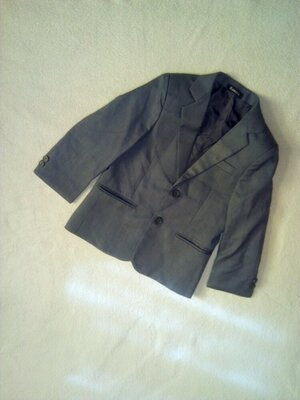 Школьный пиджак на мальчика 5/6 лет