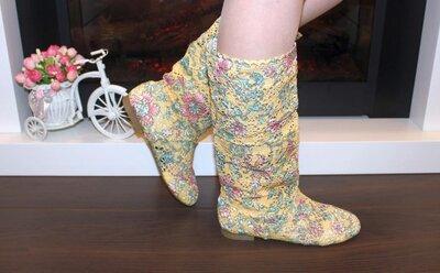 Женские летние ажурные желтые разноцветные сапоги низкий каблук