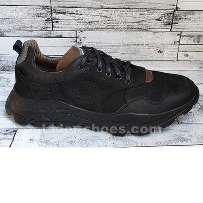 Мужские кроссовки на шнуровке черные