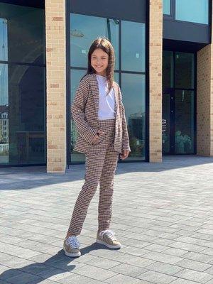 Модный костюм для девочки жакет брюки