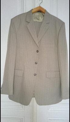 Продано: Чоловічий костюм 50р.