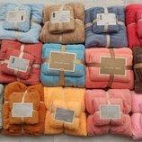 Комплект полотенец подарочный размером 140х70 см и 75х35 см.