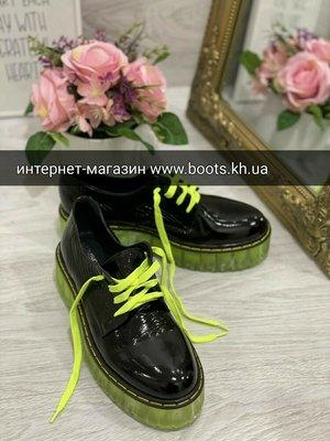 Стильные броги на полупрозрачной салатовой яркой подошве туфли лаковые на платформе на яркой подошве