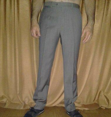 Шерстяные брюки Armani Collezioni, классический фасон, 100% шерсть, Л, наш 48-50