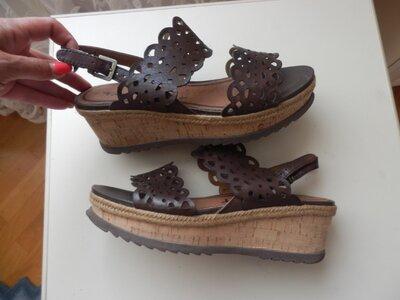 кожаные босоножки Tamaris 40р
