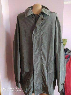 Куртка ветровка мужская,Trussardi, размер 52 с серебристим отливом