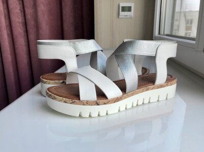 Сандалии белые 38 размер