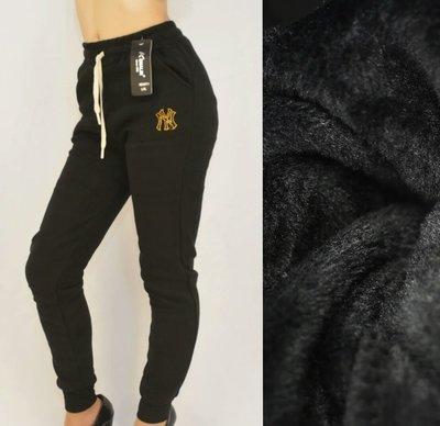Брюки штаны зимние женские спортивные под манжет на меху L - 4XL с нашивкой