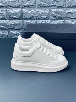 Кроссовки на выступающей подошве Александер Маккуин Alexander McQcqueen белые кросовки кеды