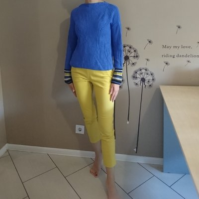 Яркие жёлтые брюки