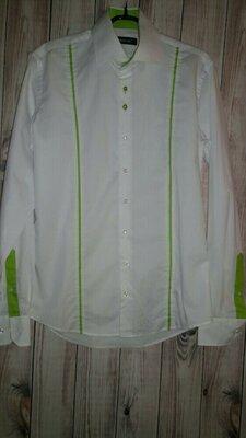 Белая рубашка с зеленой вставкой