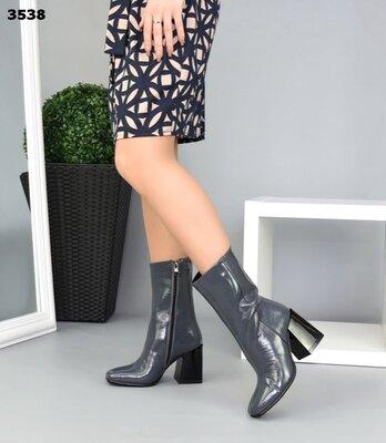 Женские натуральные кожаные лакированные синие чёрные серые полу сапожки на устойчивом каблуке