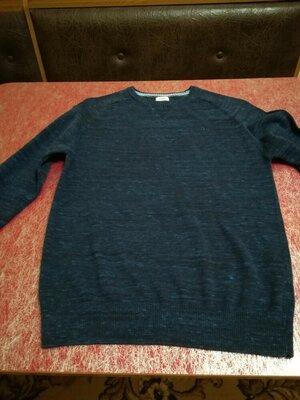 Фирменный свитер молодежный