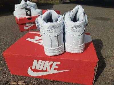 Зимние кроссовки Nike Air Force белые