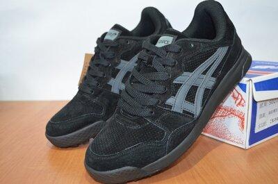 Кроссовки Asics черные.