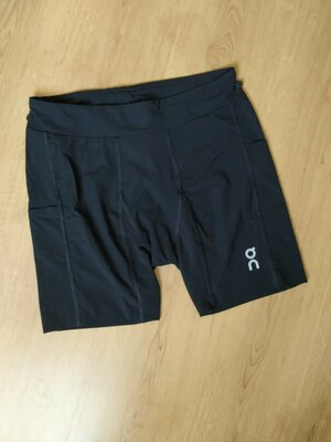 Спортивные шорты от Hybrid Shorts