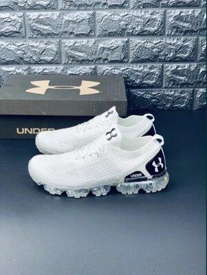 Белые беговые мужские кроссовки Under Armour