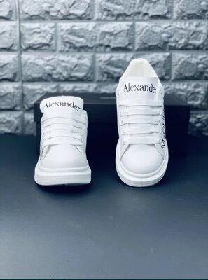 Белые мужские кеды кроссовки Александр Мкквин Маккуин Alexander McQueen Люксовые на выступающей подо