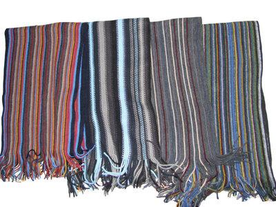 Яркий полосатый шарф с бахромой унисекс