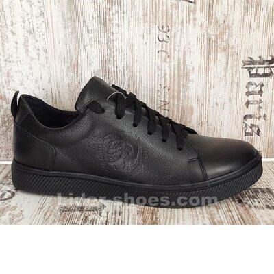Кроссовки мужские на шнуровке чёрные