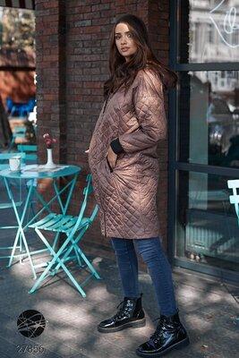 Демісезонні стьобані куртки Удлиненная стеганая куртка Женский удлиненный стеганый плащ 4 цвета