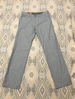 Серые светлые штаны Hugo Boss