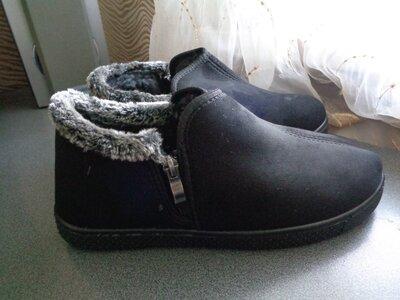полу - ботиночки черного цвета
