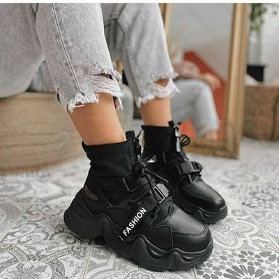 Шикарнейшие зимние чёрные кроссовки