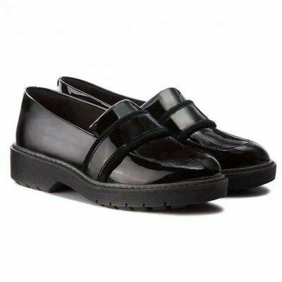 Демисезонные кожаные лакированные туфли лоферы Clarks