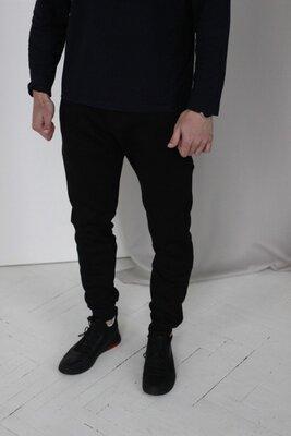 Мужские черные спортивные штаны теплые на флисе осень-зима