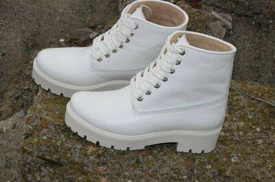 Топ Обалденные женские ботиночки из натуральной кожи,белого цвета,жіночі білі ботінки,осінь-зима