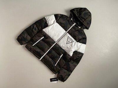 Новая брендовая зимняя куртка Guess