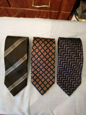 Брендовые галстуки.