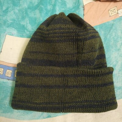 Продано: шапка мужская вязаная двойная новая в разводы. есть однотонные варианты