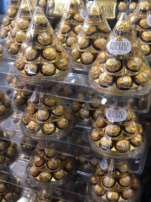 Продано: Конфеты Ferrero Rocher Конус 350 г , цукерки фереро роше
