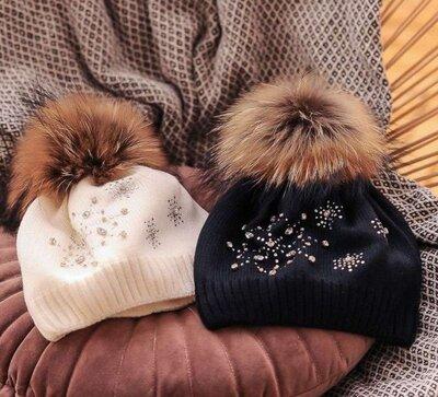 Продано: Шапки зимние. Натуральный енот, чернобурка, альбинос.