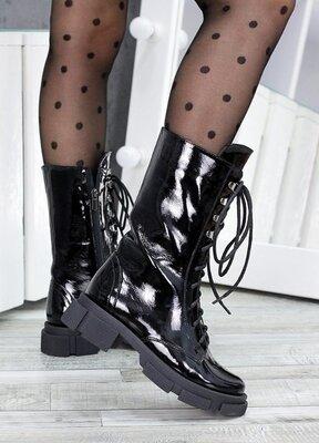 Высокие ботинки на шнуровке лак кожа