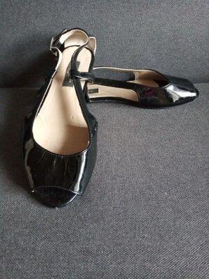 Босоножки. лаковые . туфли . Большой размер
