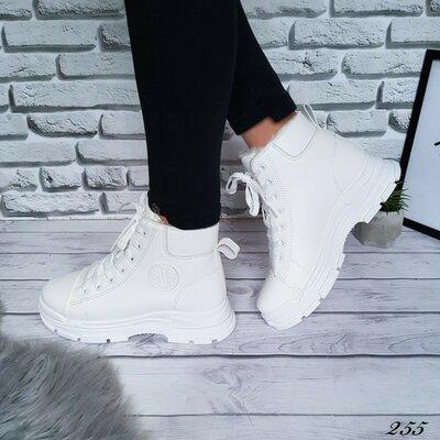Продано: Ботинки женские белые зимние