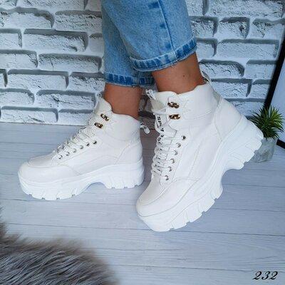 Ботинки белые на платформе