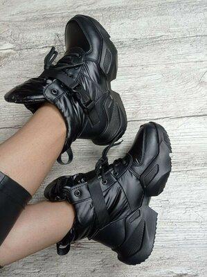 Стильные женские кроссовки зимние